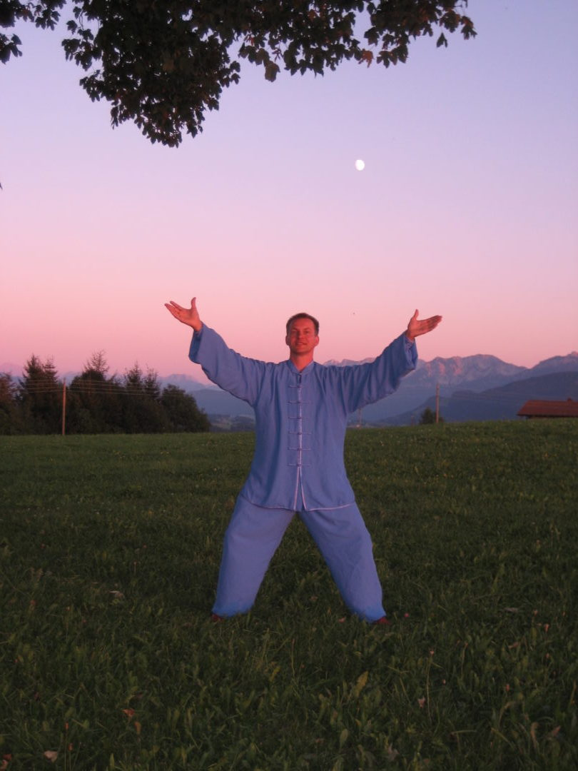 Qi Gong wird sowohl bei Pa Kuh Ding Yi, als auch Tai Chi geübt