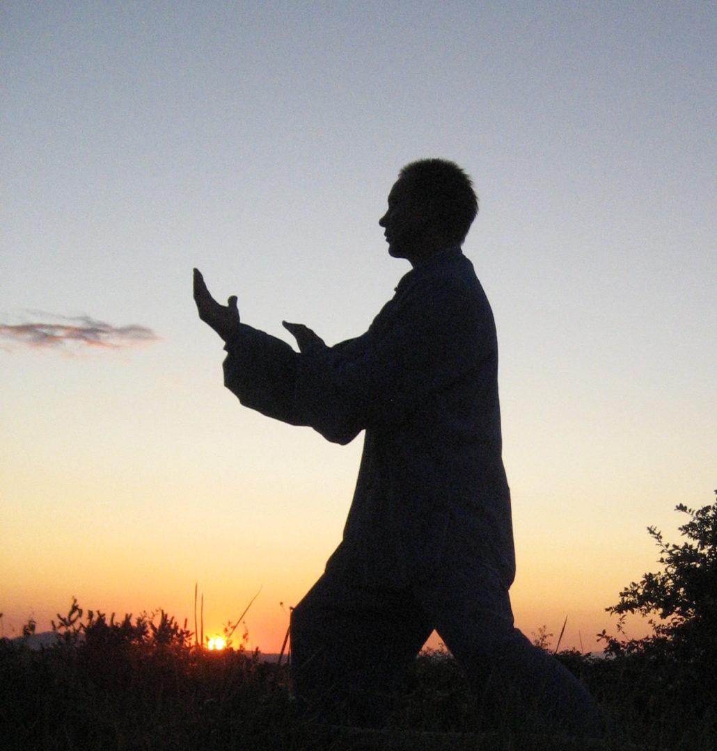 Tai Chi Chuan bei Sonnenaufgang